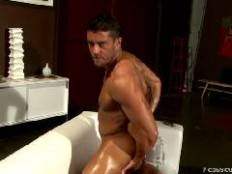 Cody Cummings is back and this time hes keeping the mood relaxed to the max. Hes oiling up and stretching out on the couch. Hes focusing this time on rubbing and squeezing every little muscle he can find, working his way toward the growing beast i